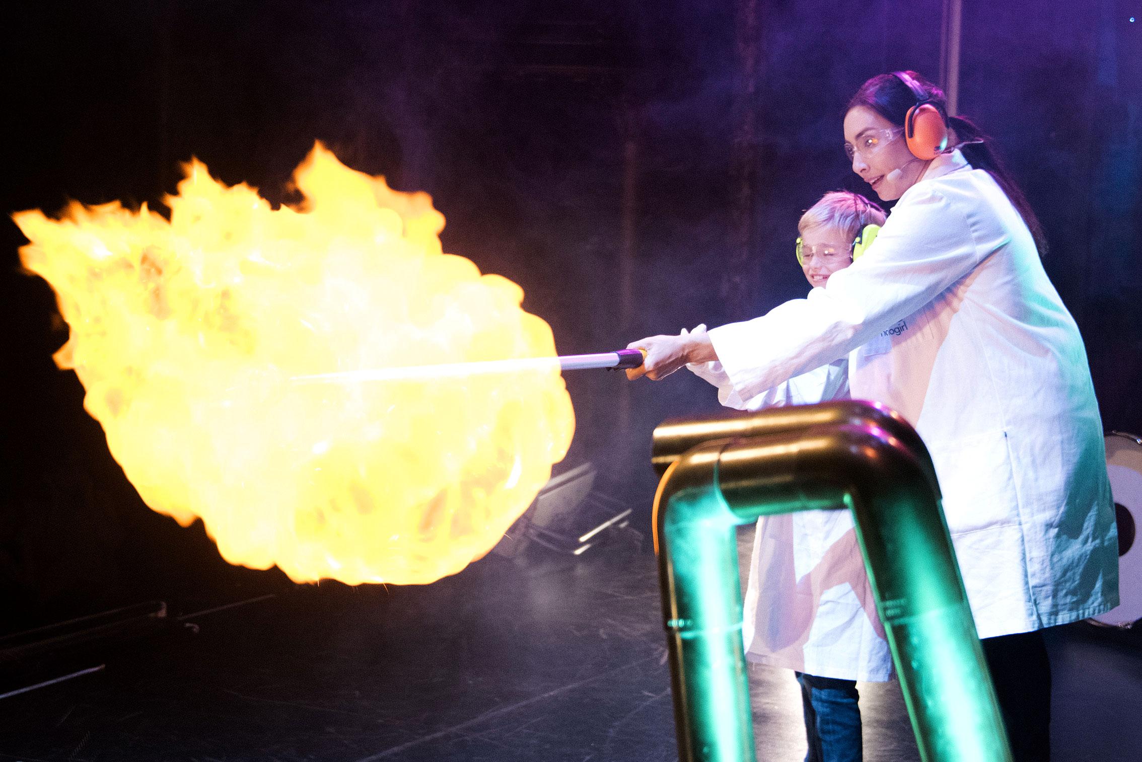 Nanogirl Live, Flour Fireball experiment